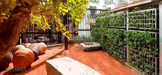 Crear elementos verticales para cultivar lechugas, vegételas o hierbas aromáticas en su balcón o terraza