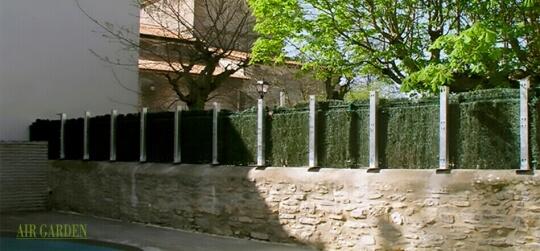Cerramiento vegetal sobre muro de piedra