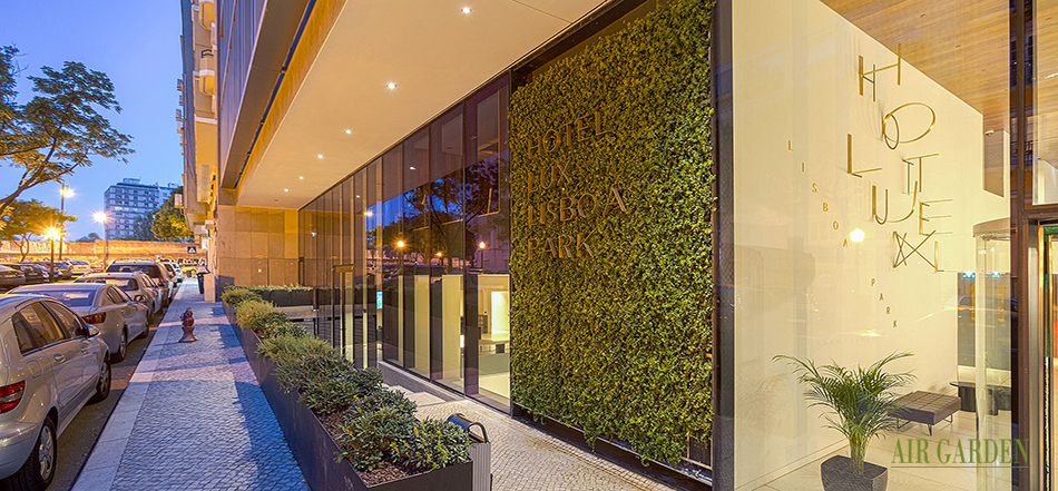 Sistema para el modulo verde vertical, estructura iluminada con irrigación y drenaje automáticos integrados